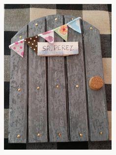 "Puerta mágica del ""Ratoncito Pérez""   Un desig, una mica de desordre i una bici Diy Crafts For Teens, Summer Crafts, Diy For Kids, Crafts To Make, Toilet Paper Roll Crafts, Shabby Chic Crafts, Easy Diy Gifts, Fairy Doors, Tiny Treasures"