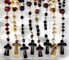 Rosarios de Madera con lente en el Crucifijo/Wooden Rosaries with Lens Crucifix