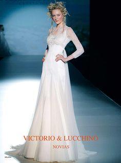 アクア・グラツィエがセレクトした、VICTORIO&LUCCHINO(ヴィクトリオ&ルッキーノ)のウェディングドレス、VL004をご紹介いたします。