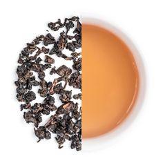 Für alle, die es gerne röstig und kernig mögen ist der Harendong Organic Medium Oolong bestimmt genau das richtige. Der Tee wurde während der Produktion schonend geröstet, um so das Geschmacksprofil des Tees zu verändern. Durch die Röstung wird der Geschmack weicher, runder und süßer.Der Harendong Medium Oolong hat eng gerollte Blätter, welche sich nach dem Aufgießen langsam öffnen und ihre volle Pracht offenbaren. Er wurde nachdem Vorbild taiwanesischer Oolongs hergestellt und ist ein…