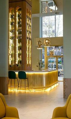 The Hotel Barceló Torre De Madrid will leave you swooning! The decor alone in the Hotel Barceló Torre De Madrid is iconic. Restaurant Design, Decoration Restaurant, Deco Restaurant, Luxury Restaurant, Hotel Decor, Madrid Hotels, Luxury Hotel Design, Luxury Bar, Luxury Hotels