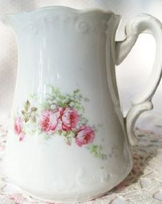 rose pitcher looks so vintage to me Antique China, Vintage China, Vintage Love, Rose Cottage, Shabby Cottage, Coming Up Roses, China Painting, Vintage Dishes, Pink Roses