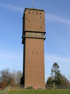 Lijst van watertorens in Nederland - Wikipedia Building Art, Building Structure, Bauhaus, Small Castles, Tower House, Walled City, Places In Europe, Earthship, Brick And Stone