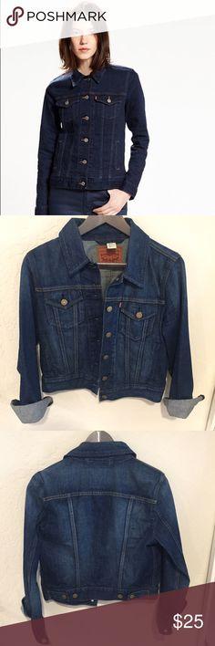 Levi's Trucker Jacket Levi's Boyfriend Trucker jacket in great condition. Size small Levi's Jackets & Coats Jean Jackets