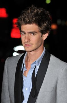 I fell in love with andrew garfield after seeing spider man. so adorable in the movie. Andrew Garfield, Beautiful Men, Beautiful People, Amazing Spiderman, Spiderman 3, Photography Poses For Men, Famous Men, Man Photo, Michel