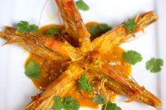 Curry z Krewetkami to bardzo smaczne i aromatyczne danie kuchni indyjskiej. Krewetki w curry posypane liśćmi kolendry to prawdziwa uczta w stylu orientalnym, jak przygotować :)
