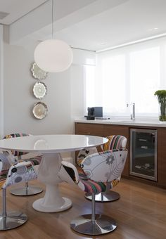 Decoração de:  - Copa; mesa de refeição redonda; Casa de Valentina