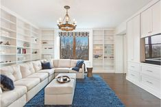 Bruce Willis' Incredible Homes Classy Living Room, Living Room Modern, Home And Living, Living Spaces, Bruce Willis, Shabby Chic Style, Home Office, Bibliotheque Design, New York City Apartment