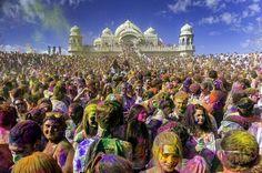 Colorido pistoletazo de salida para dar la bienvenida a la primavera con el Festival Holi en la India