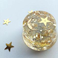 「おつきさまオルゴナイト ゴールドだけのキラキラも素敵♡ いつまでも眺めちゃう♡ ☆オルゴナイトは生命エネルギーを発生するパワフルなお守りです。ワクワクして作成しています☆ #orgonite #orgoneenergy #instagood #moon #golden #glitter…」