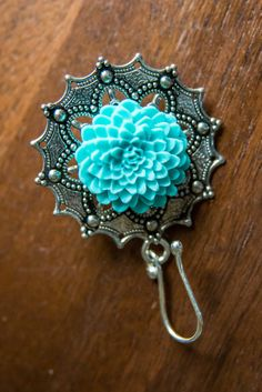 Portuguese Kintting Pin listing https://www.etsy.com/listing/478608917/portuguese-knitting-pin-with-zinnia