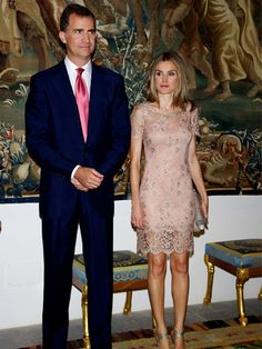 Dass Majestäten auch im Urlaub arbeiten, ehrt sie. So ist es für die spanische Königsfamilie gang und gäbe während ihrer Ferien auf