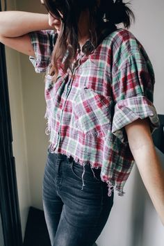 Crop That Plaid DIY — Treasures & Travels Tegan and I both have SO many plaid shirts in our closet that we never wear, but we just can't seem to get rid of them! We thought, why not crop and fray em up? Thrift Store Diy Clothes, Thrift Store Fashion, Diy Clothes Refashion, Diy Clothing, Thrift Stores, Cowgirl Clothing, Cowgirl Fashion, Diy Outfits, Tomboy Outfits