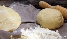 Receta de masa de pizza casera para prepararlas deliciosas y crujientes . Un receta fácil y rápida de cocinar.La tienes que probar.
