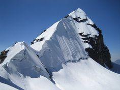 Pequeño Alpamayo (Alpamayo Mountain)