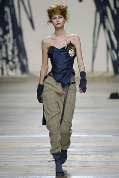 Andreas Kronthaler for Vivienne Westwood Fall 2006 Ready-to-Wear Collection Photos - Vogue Berlin Fashion, Punk Fashion, Runway Fashion, High Fashion, Fashion Show, Fashion Looks, Fashion Design, Womens Fashion, Fashion Styles
