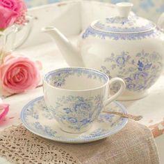 Tea Pot, cup and saucer Tea Cup Saucer, Tea Cups, Vintage Tee, Vintage Party, Cuppa Tea, Teapots And Cups, Fun Cup, My Cup Of Tea, Tea Service