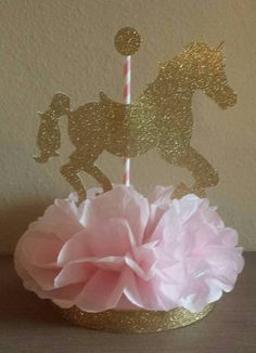 Carousel horse Birthday Party or baby shower centerpiece Table Decor Pink and Gold Princess 1st Birthday                                                                                                                                                     Más