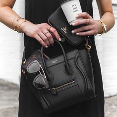 Celine Nano Luggage bag / Street style fashion Source by Bags street Celine Nano Bag, Celine Nano Luggage, Celine Black Bag, Celine Handbags, Chanel Handbags, Chanel Bags, Street Fashion, Women's Fashion, Fashion Styles