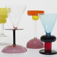 Marco Zanini collection of vases Memphis Design, Triangles, Postmodernism, Innovation Design, Color Inspiration, Vases, Glass Art, Modern Design, Pottery