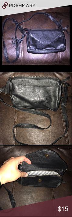 Black small messenger bag! EUC small black messenger bag from TJ Maxx. Bags Shoulder Bags