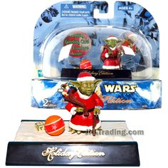 Star Wars Year 2003 Holiday Edition Series 2 Inch Tall Figure - YODA with Gift Bag, Basketball and Display Base Star Wars Christmas, Epic Movie, Ralph Mcquarrie, Star Wars Action Figures, Darth Maul, Star Wars Collection, Obi Wan, Basketball, Base
