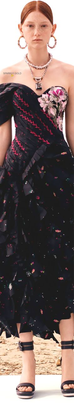 Alexander McQueen Resort 2020 | Sparkly Gold :: Alexandre Mcqueen, Alexander Mcqueen Couture, Spring Summer Fashion, Autumn Fashion, Strapless Dress Formal, Formal Dresses, Flower Fashion, Fashion Show, Fashion Brands