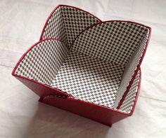 Cartonnage - De toutes les… - Bobines - Coffret à Thème - Vide poche - Bobine en carton - l'Atelier d'Hélène Cardboard Paper, Cardboard Crafts, Fabric Crafts, Diy Home Crafts, Decor Crafts, Card Basket, Sewing To Sell, Creative Box, Fabric Boxes