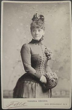 Photographer: Benjamin J. Vintage Photos Women, Vintage Photographs, Vintage Ladies, Victorian Photography, Old Photography, Victorian Women, Edwardian Era, 1880s Fashion, Hat Hairstyles
