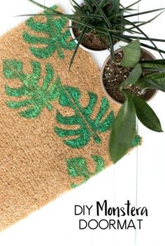 This easy DIY Monstera Doormat is a perfect way to bring a little bit of tropical to your entryway. Make one for a housewarming gift or keep it for yourself! Modern Crafts, Creative Crafts, Creative Ideas, Diy Craft Projects, Diy And Crafts, Craft Ideas, Diy Inspiration, Little Designs, Diy Carpet