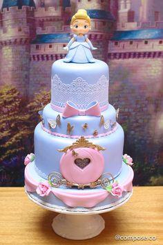 Cinderella Birthday Party-Fiesta De La Cenicienta TheIcedSugarCookie.com Sonho de Madalena