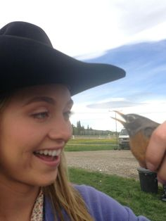 Amy with a robin Heartland Quotes, Heartland Ranch, Heartland Tv Show, Ty And Amy, Amber Marshall, Role Models, Movies And Tv Shows, Robin, It Cast