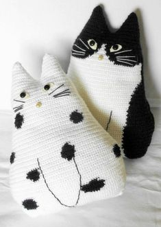 Crochet cat toy pillows set Black and White cat stuffed cat pillow pet lover gift cat toy pillow animal pillow primitive toy cat crochet Cute crochet toy pillows set Gato Crochet, Crochet Mignon, Crochet Cat Toys, Crochet Amigurumi, Crochet Home, Crochet Animals, Crochet Crafts, Yarn Crafts, Crochet Projects