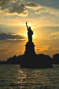 Statue of Liberty - NYC. Lady Liberty strong backlight You are in the right place about New York central park Here we o - Beautiful World, Beautiful Places, Beautiful Pictures, Lovely Things, Gorgeous Lady, Liberty New York, Usa Tumblr, Parc National, Ansel Adams