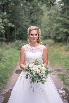 Svatební šaty a kytice  Klára + Jan - Couple Memory Lace Wedding, Wedding Dresses, Memories, Couples, Fashion, Bride Dresses, Memoirs, Moda, Bridal Gowns