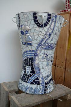 vaas van blauw serviesgoed, 40 cm. hoog