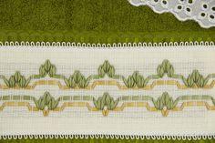 Jogo de toalhas bordada em fita