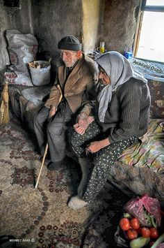 Life is hard together, but alone.it is insupportable. Their holding hands so lovingly makes me want to cry. Couples Âgés, Vieux Couples, Turkish People, Growing Old Together, Old Faces, Old Love, People Around The World, Oeuvre D'art, True Love