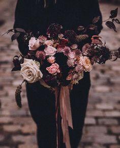 Todo lo que debes saber del Bouquet de Novia – ¿Cómo elijo el bouquet perfecto? El ramo de novia, Significados del ramo de novia, Consejos para elegir el ramo, ¿Cuál es la diferencia entre ramo y Bouquet? Beautiful, Queen Cleopatra, Rose Petals, Mariage, Bridal, Tips, Weddings