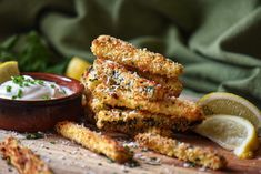 This healthy recipe for Baked Zucchini Sticks tastes so good - you won't believe they are not fries. Includes methods for air fryer and oven. Banana Zucchini Muffins, Zucchini Bites, Bake Zucchini, Zucchini Tomato, Best Zucchini Recipes, Tasty Vegetarian Recipes, Vegan Food, Keto Recipes, Baked Zucchini Sticks