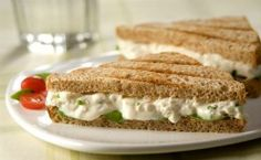 Receita de patê de ricota com iogurte, frango, molho shoyo, noz-moscada, gergelim e cebolinha.