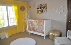 #Babykamer met een gele wand. Wat een vrolijkheid! | Nursery with a yellow wall #kidsroom