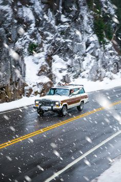 """kieljamespatrick: """" Someday I'll look back and smile, because it was my life and it was one wild great adventure because I decided to take control and live it 😎🇺🇸 (at Crawford Notch) """" Jeep Wagoneer, My Dream Car, Dream Cars, Old Jeep, Classy Girl, Jeep Gladiator, Car In The World, Vintage Trucks, Jeep Grand"""
