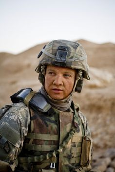 Still of Jeremy Renner as Sgt. 1st Class Will James in The Hurt Locker