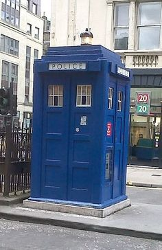 In Glasgow the Mackenzie Trench - Mark 2 Police Box had 3 panels on the front rather than six. Police Box, Police Station, Home Design Decor, House Design, Fritz Lang, Sci Fi Ships, Box Uk, Doctor Who Tardis