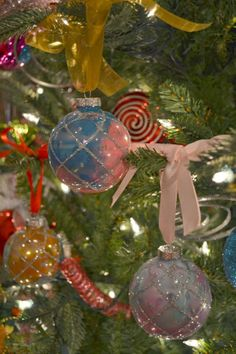 Julie Leah: A life & style blog | Here & There: Colorful DIY Ornaments
