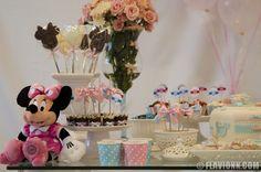 Decoração personalizada na charmosa mesa da Minnie