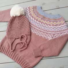 Ludviggenser og søtnoslue fra Klompelompe. Strikket av @frøkenstrikkepinne Knitting For Kids, Knitting Projects, Baby Knitting, Crochet Baby, Knit Crochet, Knit Dress, Baby Kids, Barn, How To Make