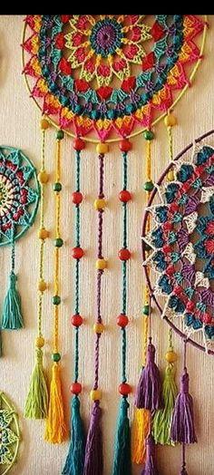 Crochet Wall Art, Crochet Home, Crochet Crafts, Yarn Crafts, Crochet Projects, Crochet Dreamcatcher Pattern Free, Crochet Mandala Pattern, Crochet Stitches Patterns, Crochet Doilies