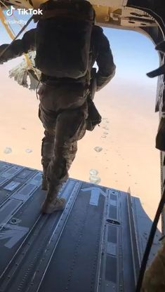Military Special Forces, Military Love, Military Gear, Military Aircraft, Airborne Ranger, Army Video, Military Videos, Paratrooper, Army & Navy